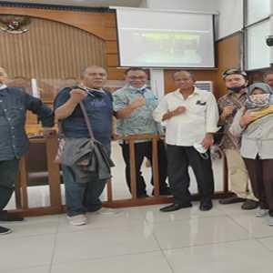 Sidang Jumhur Ditunda, Puluhan Aktivis Pindah Ke Sidang Pledoi Syahganda