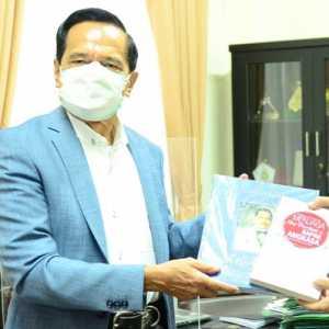 Sumbang 50 Buku, Chappy Hakim Dorong Literasi Kedirgantaraan Di STHM