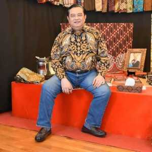 """Kolaborasi Iwan Tirta-KBRI Seoul Tampilkan Diplomasi Batik """"Indonesia To The World"""""""