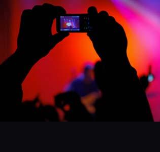 Kirsten Dunst, Foto Bugil Tersebar Kecam Apple
